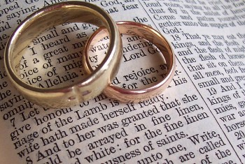 wedding-rings-background-bible